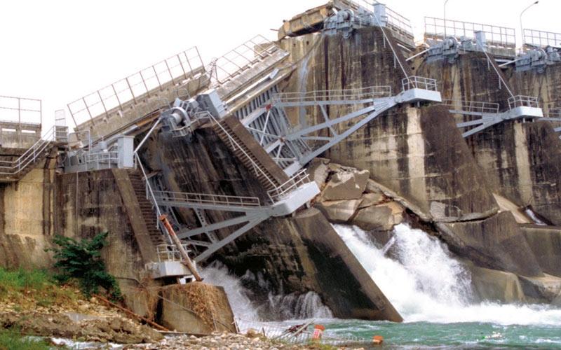 Large dam that failed due to an earthquake